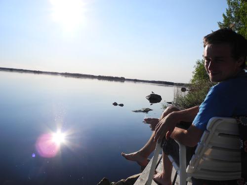 Spiegelndes Wasser auf dem See